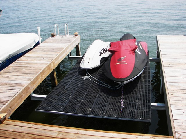 jet ski lift with grating and mat 1